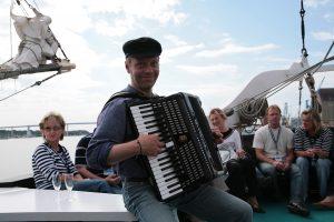maritime-atmosphärische Unterhaltung auf einem Segelschiff.